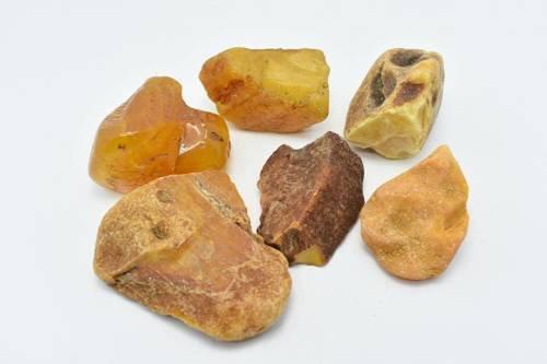 Zestaw sześciu bryłek bursztynu bałtyckiego 190 g